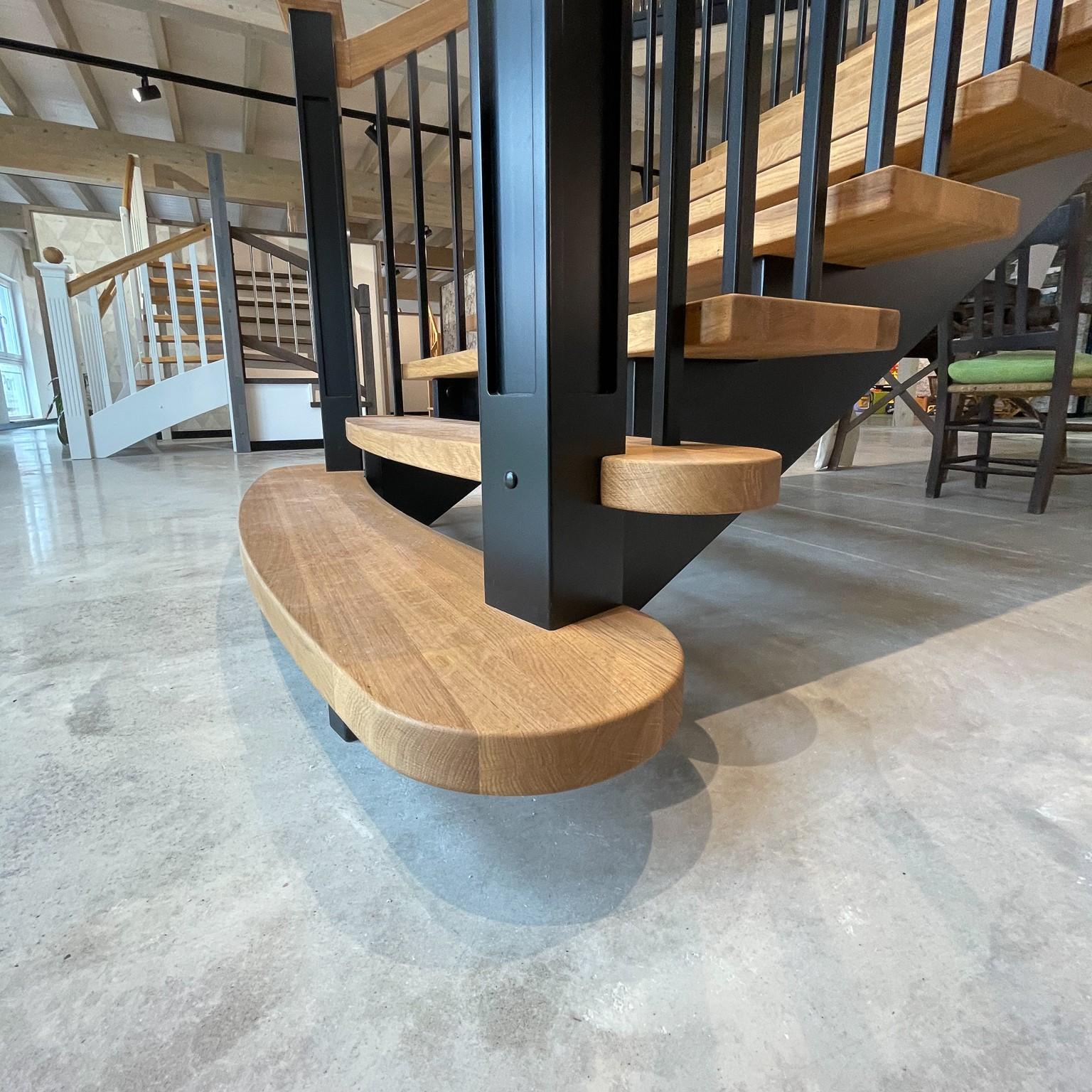 Massivholzplatten als Treppenstufen im Detail